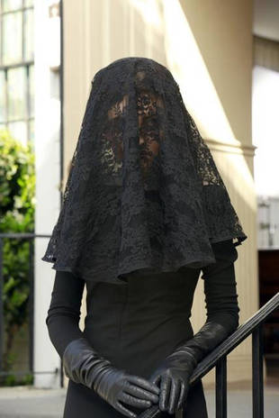 Pretty Little Liars Spoilers: The Woman in Black Will Be Back!