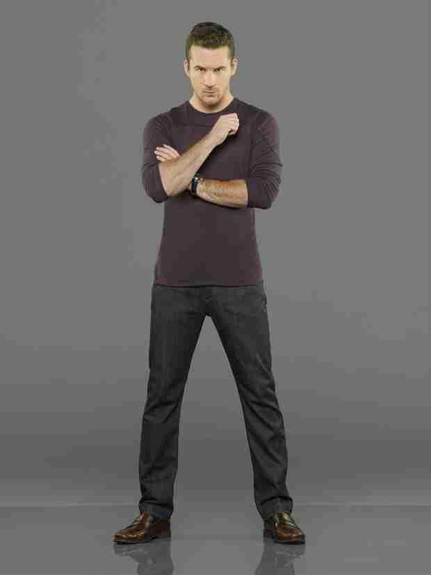 Revenge Spoilers: Barry Sloane Cast in New Pilot — Is Aiden Leaving?