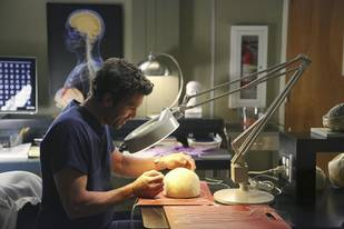 Grey's Anatomy Spoilers: Derek Moves Into a New Workplace!