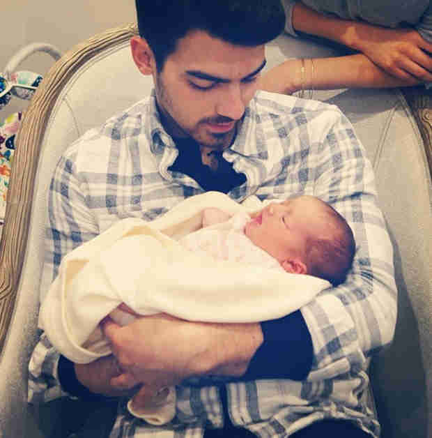 "Joe Jonas Meets Baby Alena Rose — ""She's So Small!"" (PHOTO)"