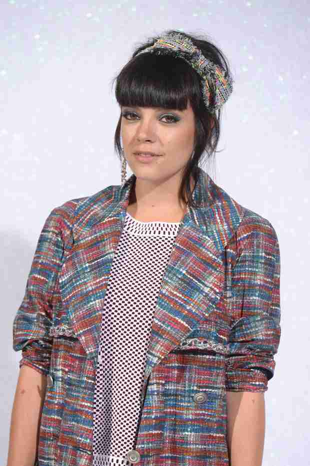 "Lily Allen Goes Retro For ""L8 CMMR"" Arcade Lyric Video — Press Start!"