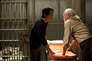 The Walking Dead Season 4: Steven Yeun Says Glenn Doesn't Know Hershel Is Dead