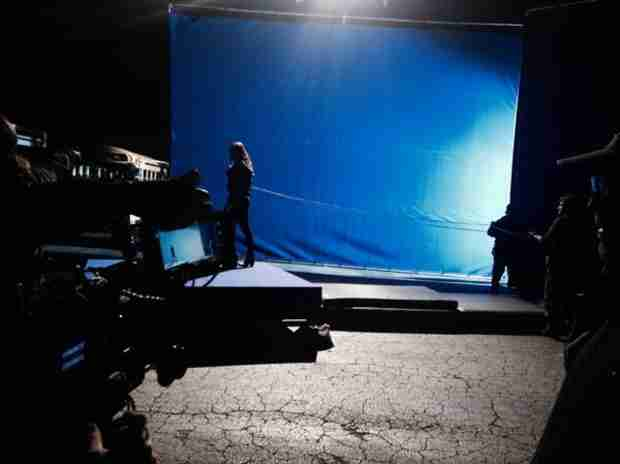 "Vampire Diaries Spoilers: Paul Wesley Tweets ""Blue Screen"" Shot From Season 5, Episode 18 (PHOTO)"