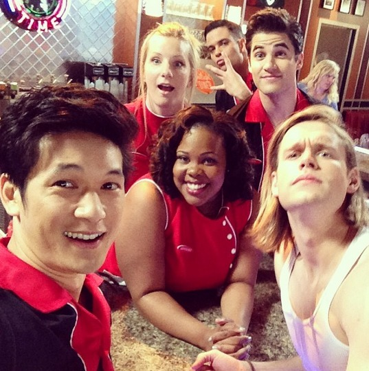 Glee Spoiler: Brittany and Blaine Work at the NYC Diner — But Is It Real? (PHOTO)