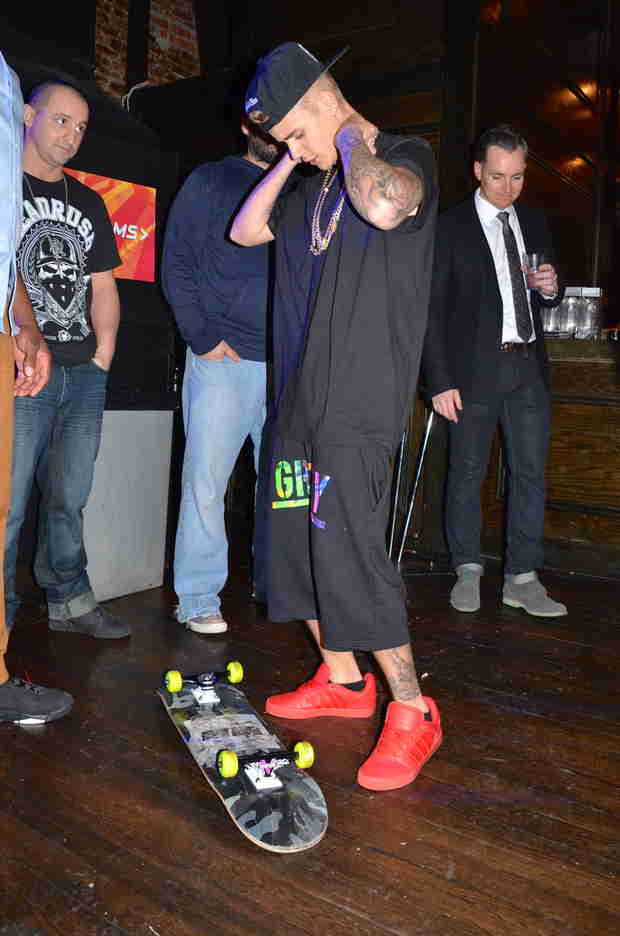 Justin Bieber Skateboards Through Leather and Laces Super Bowl Party (PHOTO)