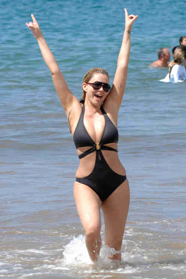 Hollywood Exes' Shanna Moakler Wears Bathing Suit After Lipo (PHOTO)