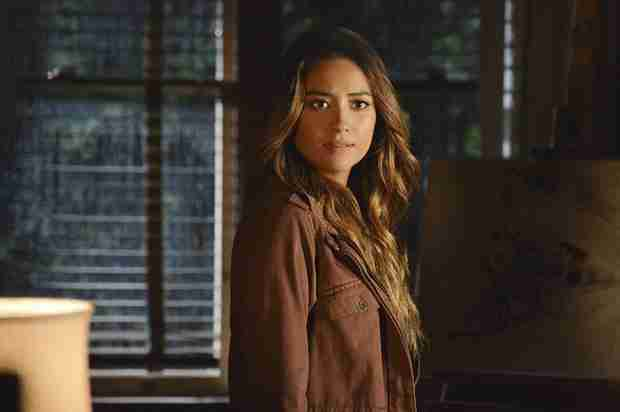 "Pretty Little Liars Season 4 Emison Spoilers: ""Ali Loves Emily"""