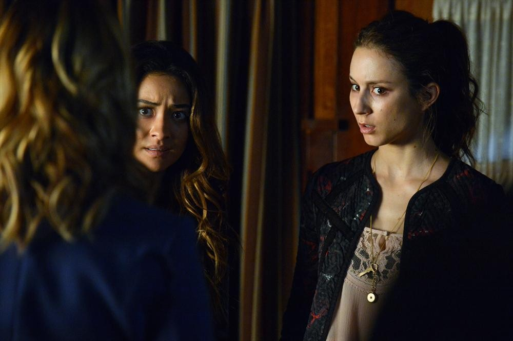 Pretty Little Liars Season 4, Episode 20 Sneak Peek: Emily Doubts Spencer (VIDEO)