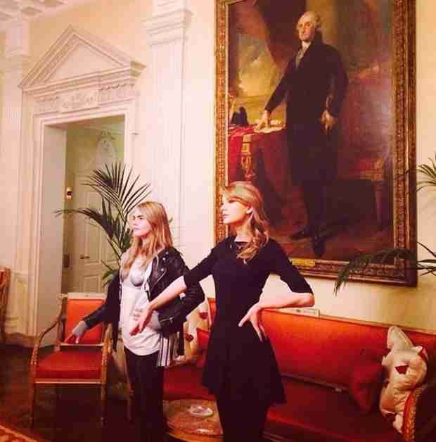 Taylor Swift, Ed Sheeran, and Cara Delevingne Sing at the US Ambassador's House (VIDEO)