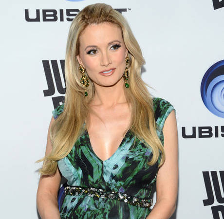 "Holly Madison Shares ""Gruesome"" Pic After Car Accident (PHOTO)"
