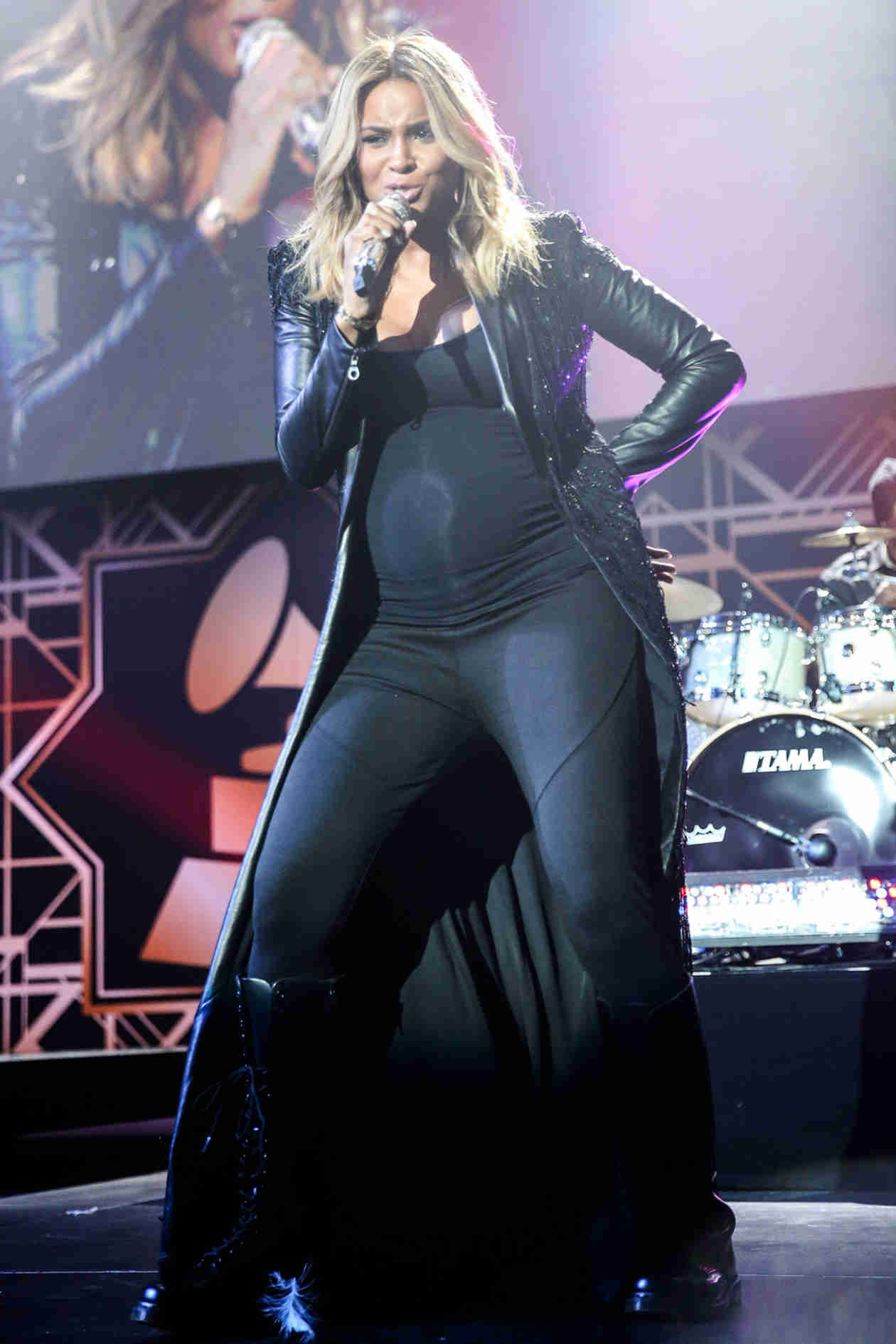 "Pregnant Ciara Performs Sexy Jams ""Ride It"" and ""Pony"" For Valentine's Day! (VIDEOS)"