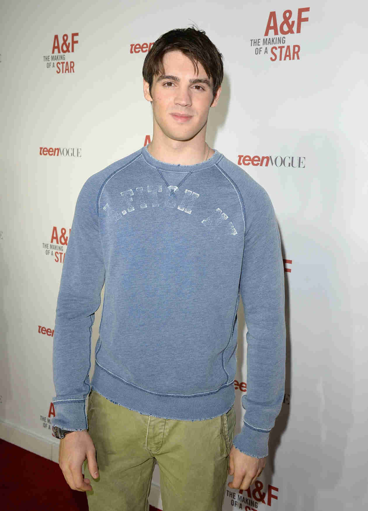 Vampire Diaries Star Steven R. McQueen Gets Cozy With Former Bachelor Contestants (VIDEO)