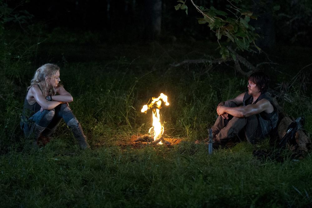 Sneak Peek of The Walking Dead Season 4 Episode 12: Daryl and Beth Hide From Walkers (VIDEO)