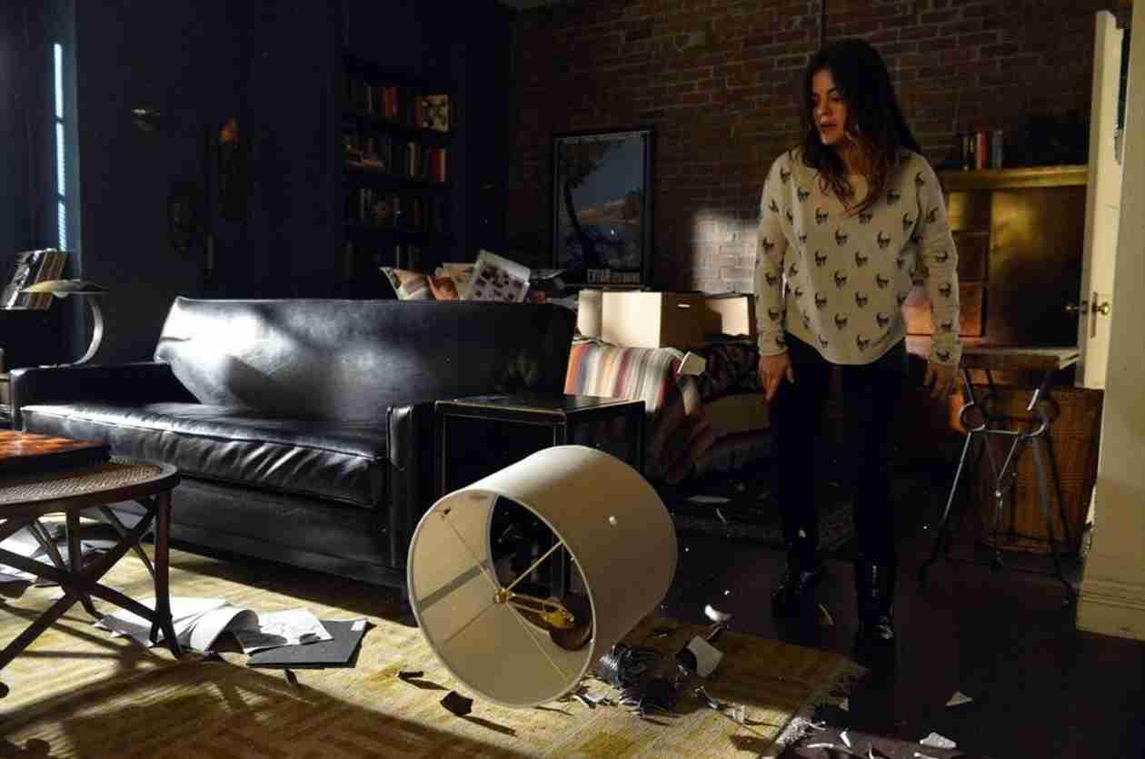Pretty Little Liars Season 4, Episode 21 Spoilers: See Aria Come Undone!