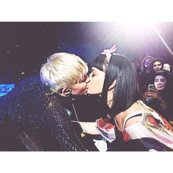 Miley Cyrus Kisses Katy Perry on Lips During L.A. Bangerz Concert (PHOTOS)