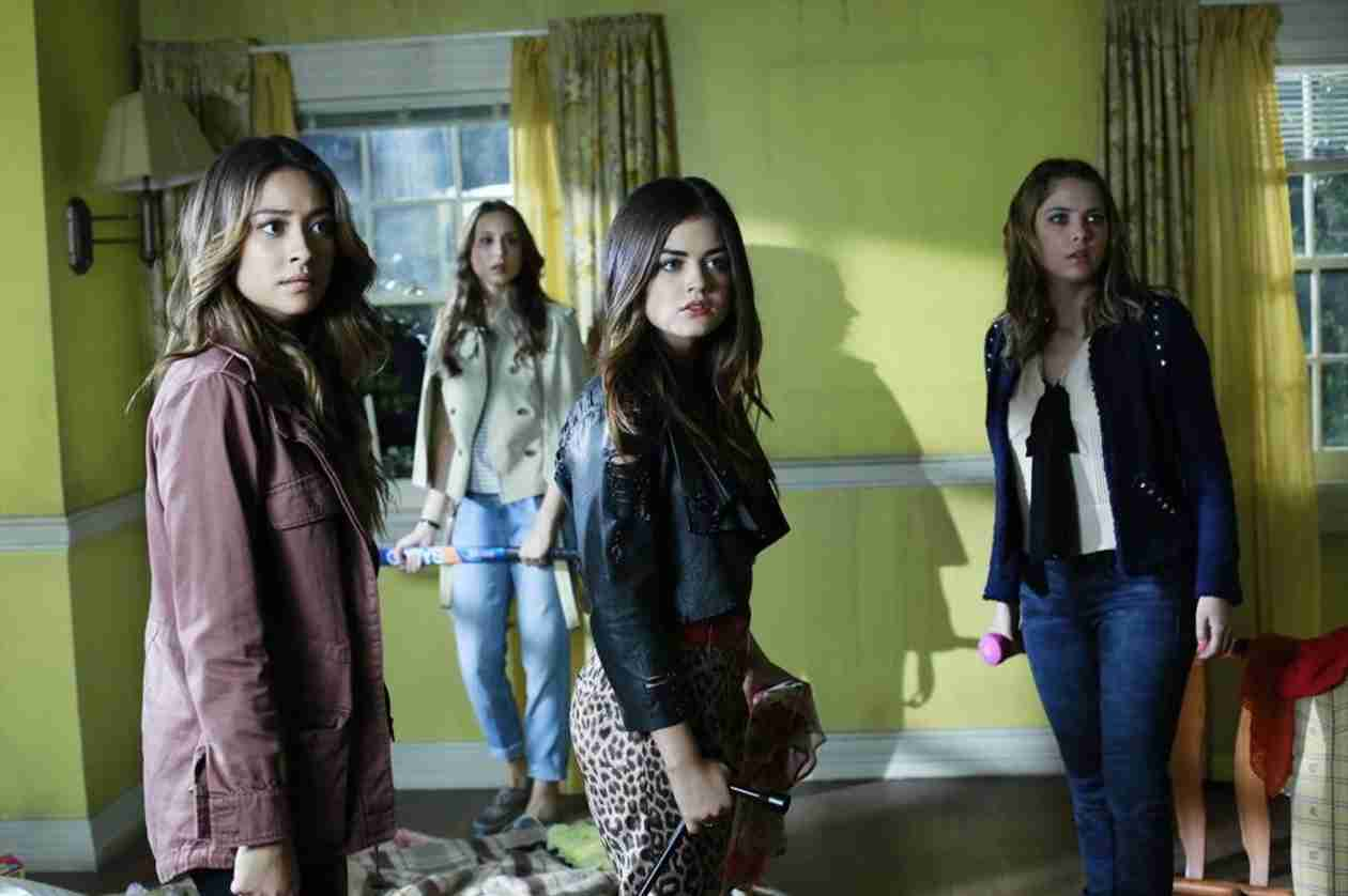 "Who Is ""A""? Our Top 4 Suspects From Pretty Little Liars Season 4, Episode 20"