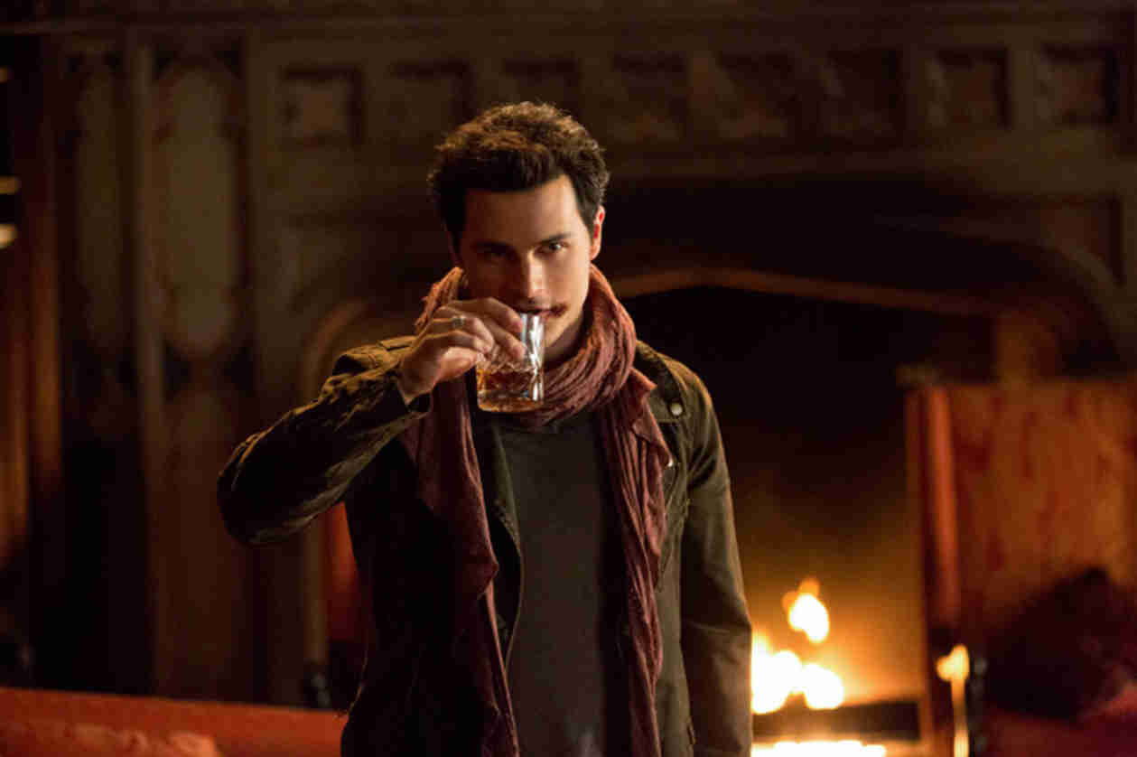 Vampire Diaries Behind-the-Scenes: Caroline Arm Wrestles Enzo (PHOTO)