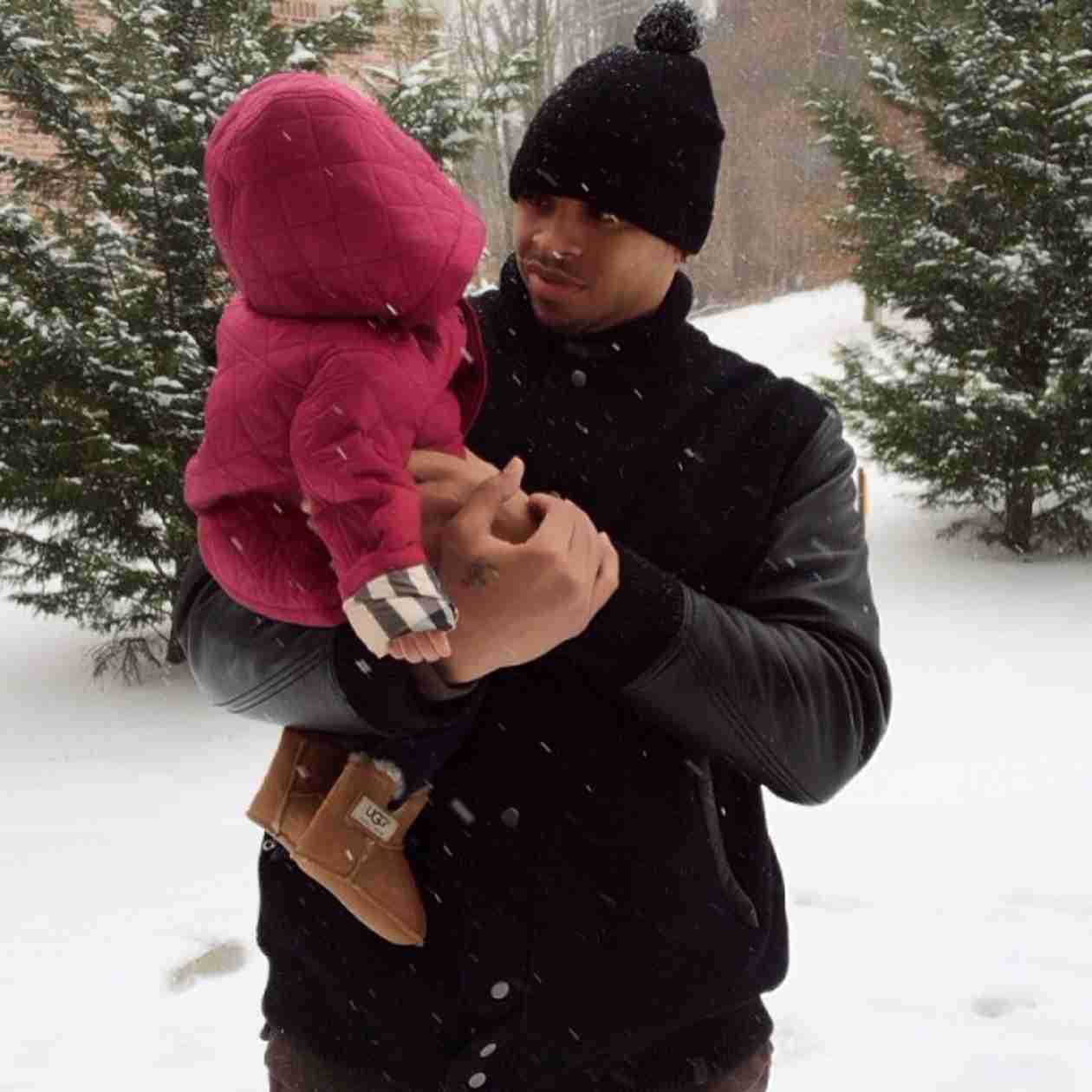 Monica Captures Husband Shannon Brown and Daughter Laiyah Playing in the Snow! (VIDEO)