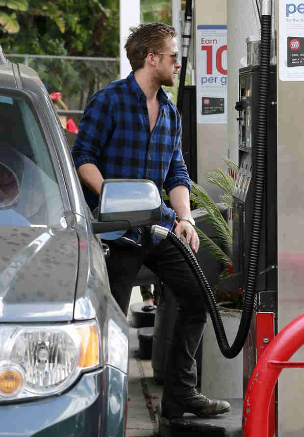 Ryan Gosling Makes Pumping Gas Look Sexy, As Only He Can Do (PHOTOS)