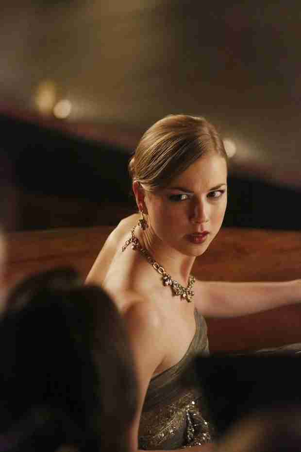 Revenge Spoilers: Will Emily Thorne's Cover Be Blown?