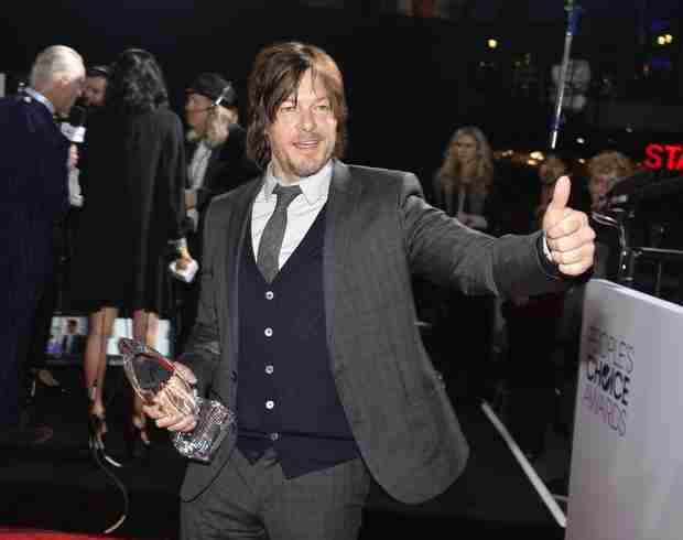 "Norman Reedus Does Interview While Holding Puppy, Talks Daryl's ""Amazing"" Episode (VIDEO)"
