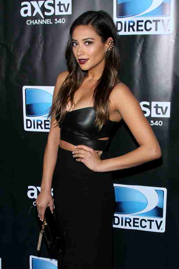 Pretty Little Liars' Shay Mitchell Set to Host HelloGiggles Oscar Party!