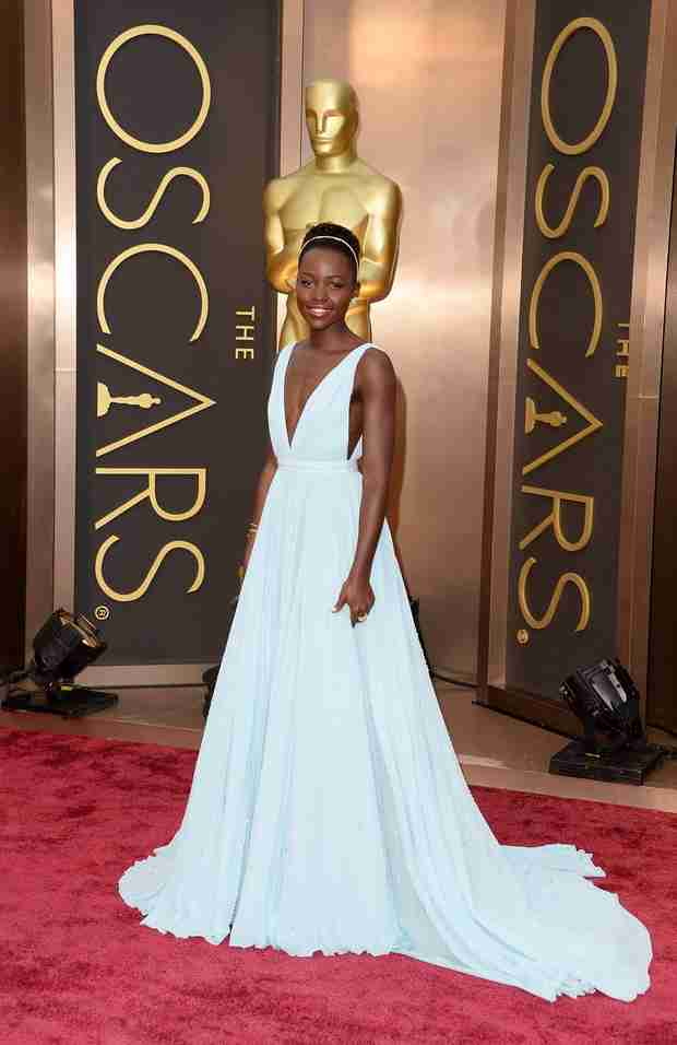 Lupita Nyong'o Wins the Oscars 2014 Red Carpet in Pastel Blue Prada! (PHOTO)