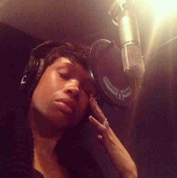 Jennifer Hudson Breaks Into Tears During Recording Session (PHOTO)