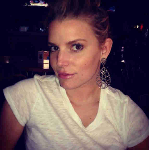 Jessica Simpson Hits Weight Loss Goal, Celebrates With a Selfie (PHOTO)