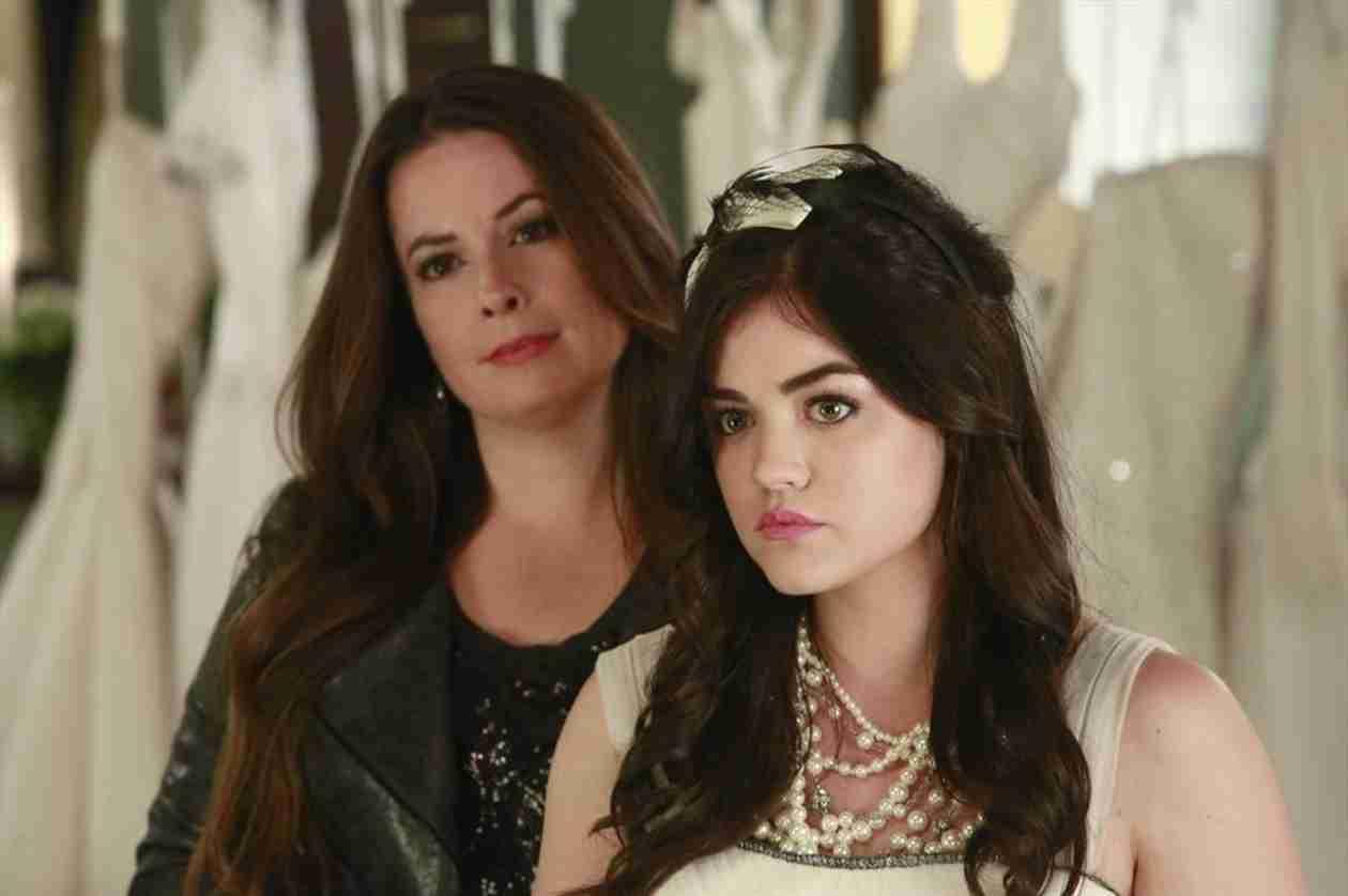 "Pretty Little Liars Live Recap: Season 4, Episode 23 — Is Mrs. DiLaurentis ""A""?"