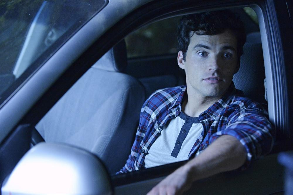 Pretty Little Liars Season 5 Premiere: Inside Ezra's Hospital Room (PHOTO)