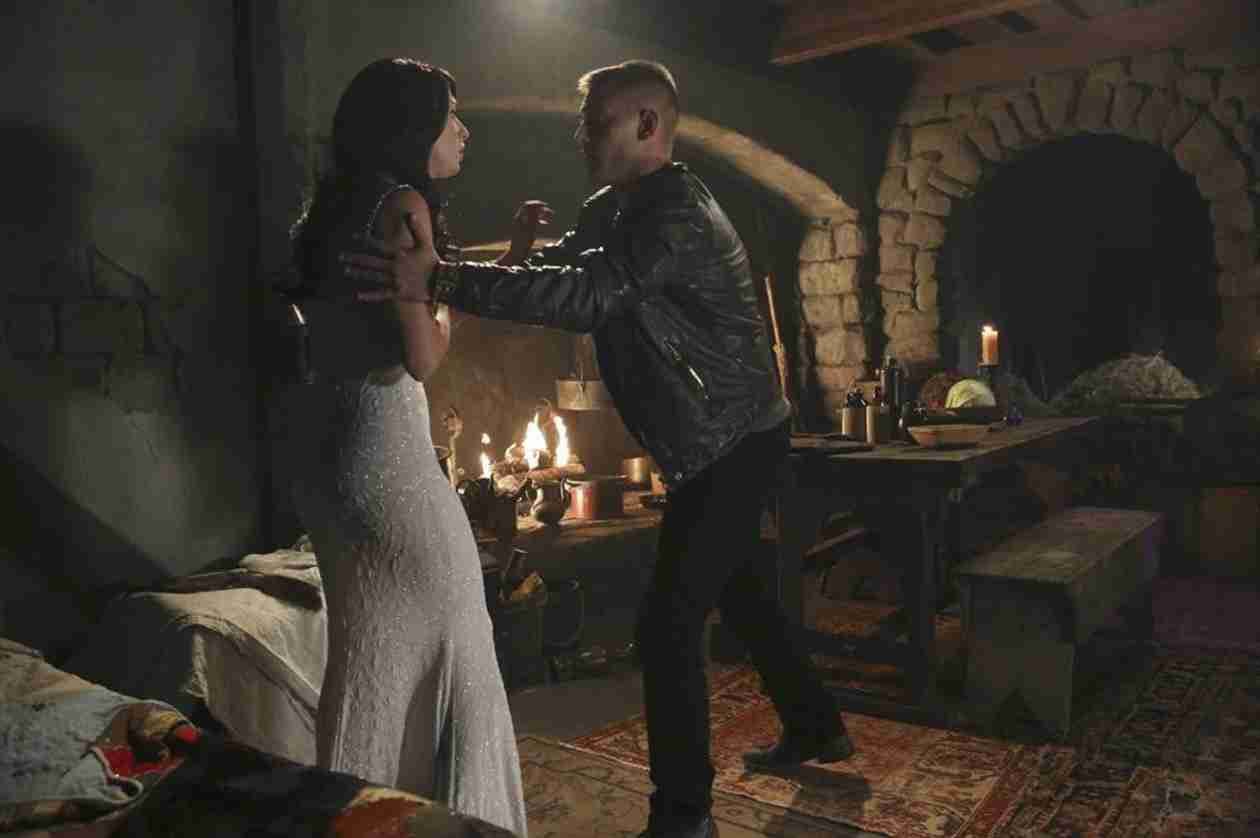"Once Upon a Time in Wonderland Midseason Premiere Synopsis — What Happens on ""Nothing to Fear""?"