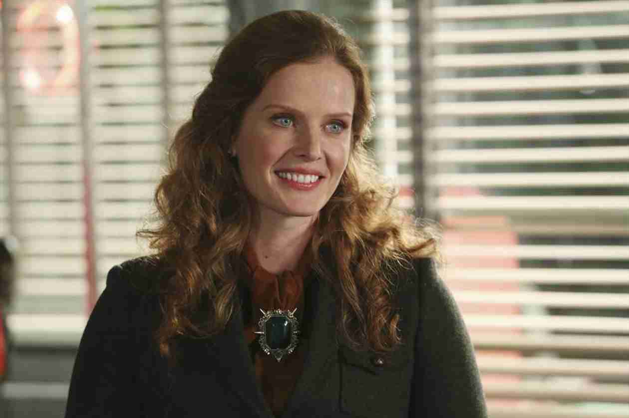 Is Zelena Really Regina's Sister on Once Upon a Time?