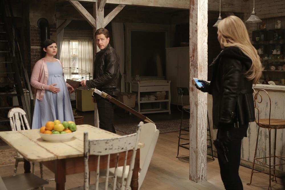 """Once Upon a Time Spoilers: """"Fun"""" and """"Interesting"""" Emma and Regina Scenes"""