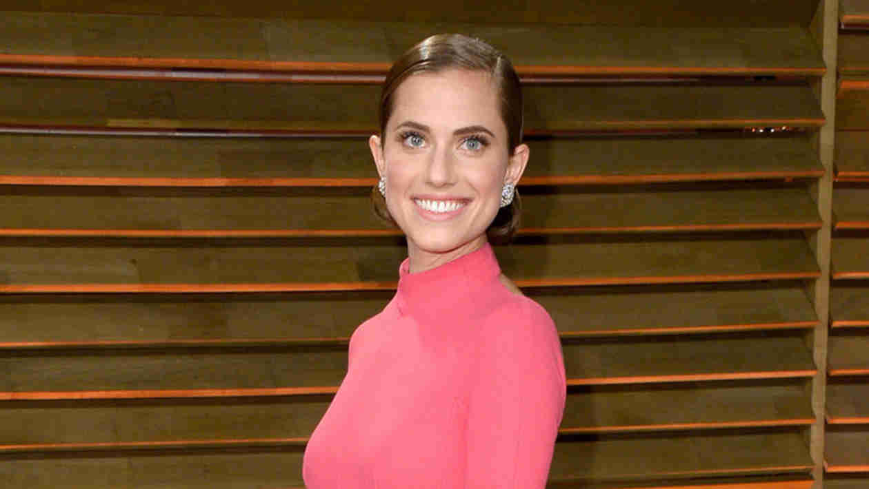 Allison Williams Flashes Engagement Ring at the 2014 Vanity Fair Oscar Party: First Look! (PHOTO)