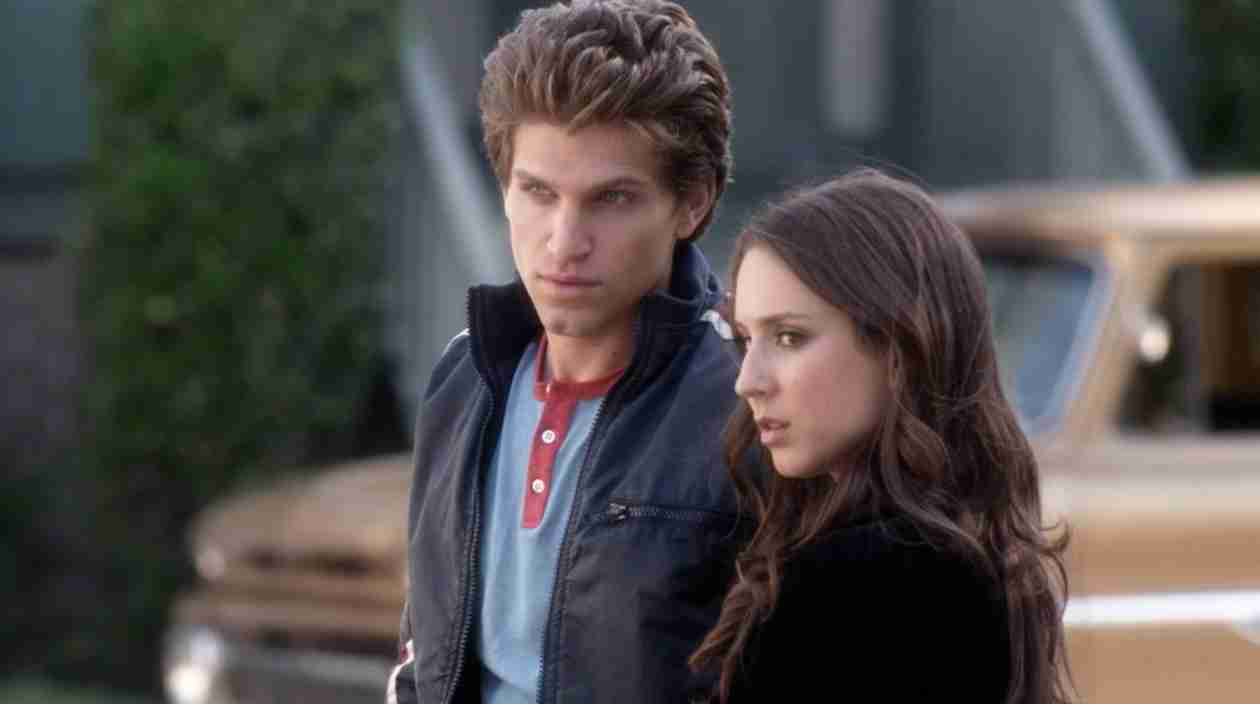 Pretty Little Liars Speculation: Is Toby in London With Melissa and Wren? (PHOTO)