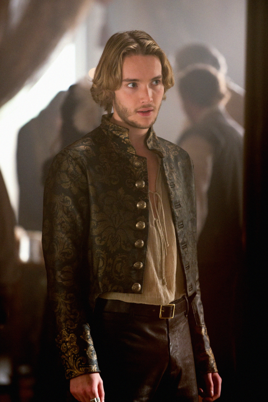 Reign Spoilers: Will Francis and Lola's Romance Continue — What About Mary?