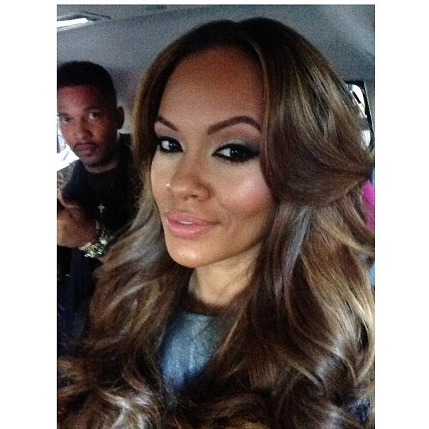 Pregnant Evelyn Lozada Looks Flawless in Makeup-Free Selfie (PHOTO)