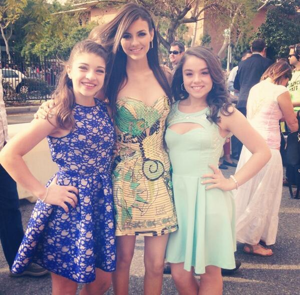 Gia Giudice Looks Glam at Nickelodeon Kids' Choice Awards (PHOTOS)