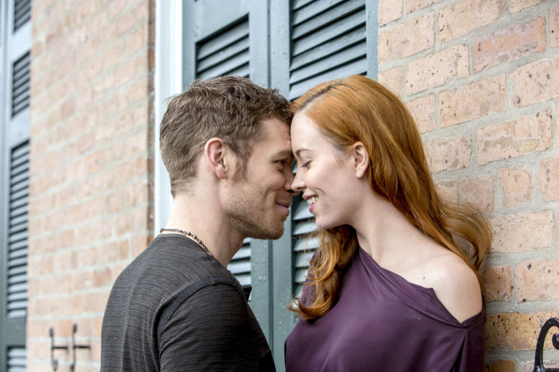The Originals Spoilers: Klaus and Genevieve Kiss in Season 1, Episode 17 (PHOTO)