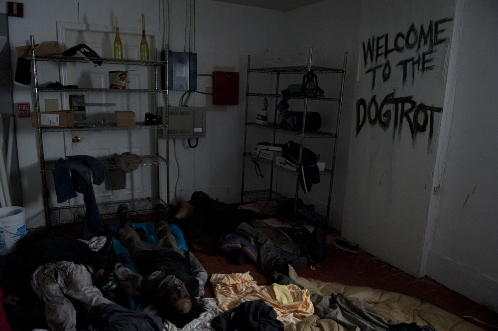 "The Walking Dead Season 4: What Did the Country Club Signs Say in ""Still""?"