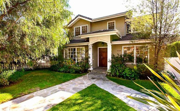 Modern Family House Up For Sale For HOW MUCH?!