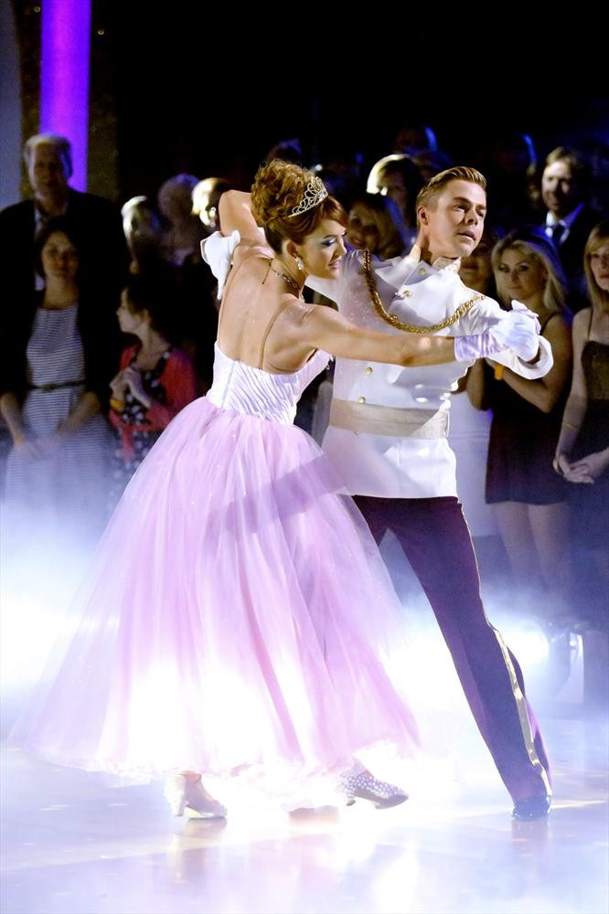 Dancing With the Stars 2014: Carrie Ann Inaba Explains Why She Allowed Amy Purdy's Lifts