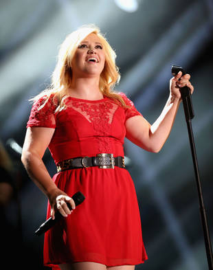 Pregnant Kelly Clarkson Thinks Her Baby Will Grow Up to Be a…