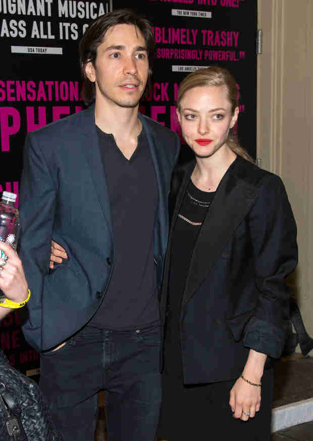 Amanda Seyfried and Justin Long Hold Hands in Red Carpet Debut (PHOTO)