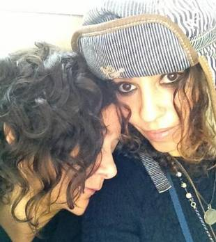 The Talk's Sara Gilbert Marries Linda Perry