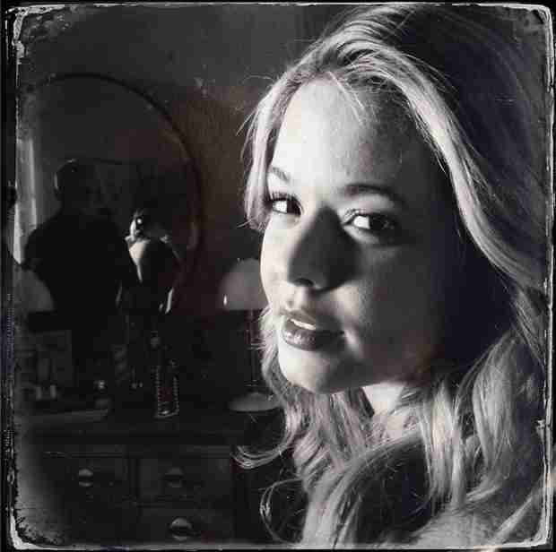 Pretty Little Liars Season 5 — Check Out Sasha Pieterse Behind the Scenes (PHOTO)