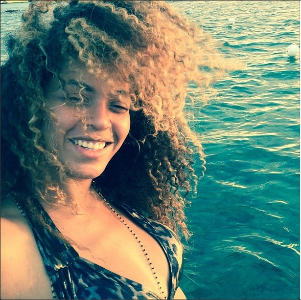 Beyoncé and Jay-Z Spend Anniversary on Tropical Getaway
