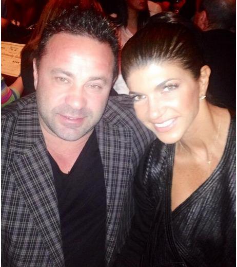 Teresa and Joe Giudice Share a Date Night (PHOTO)