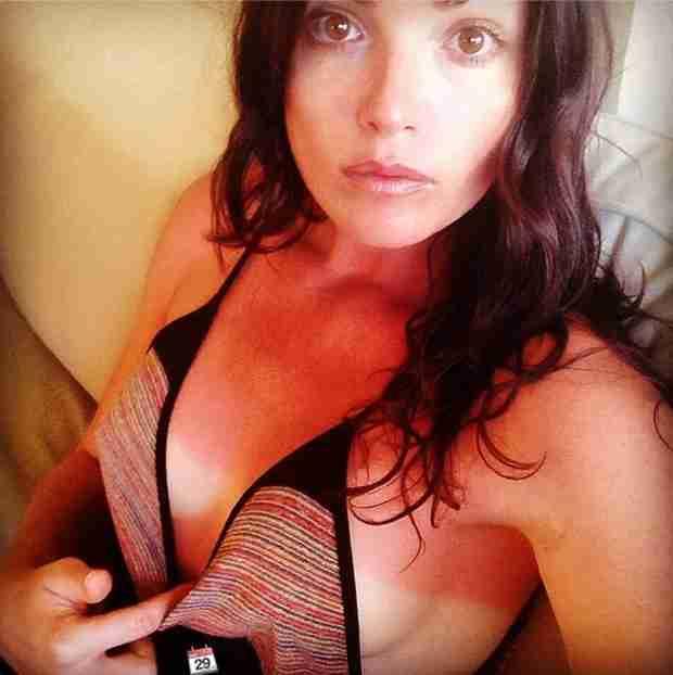Courtney Robertson Shows off Bad Burns in Sideboob Selfie